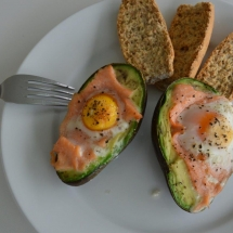 avocado zalm ei toast