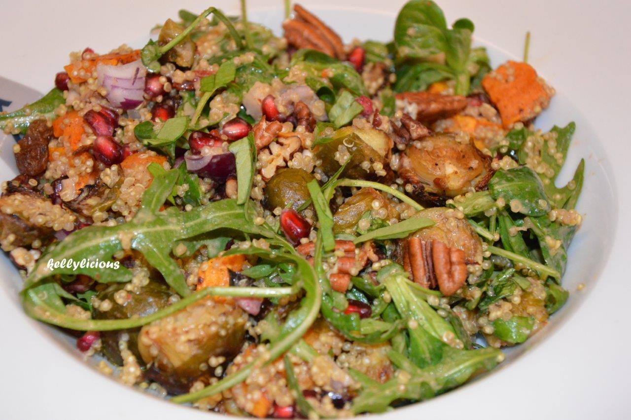 Photo of Feestelijke quinoasalade met spruitjes en zoete aardappel