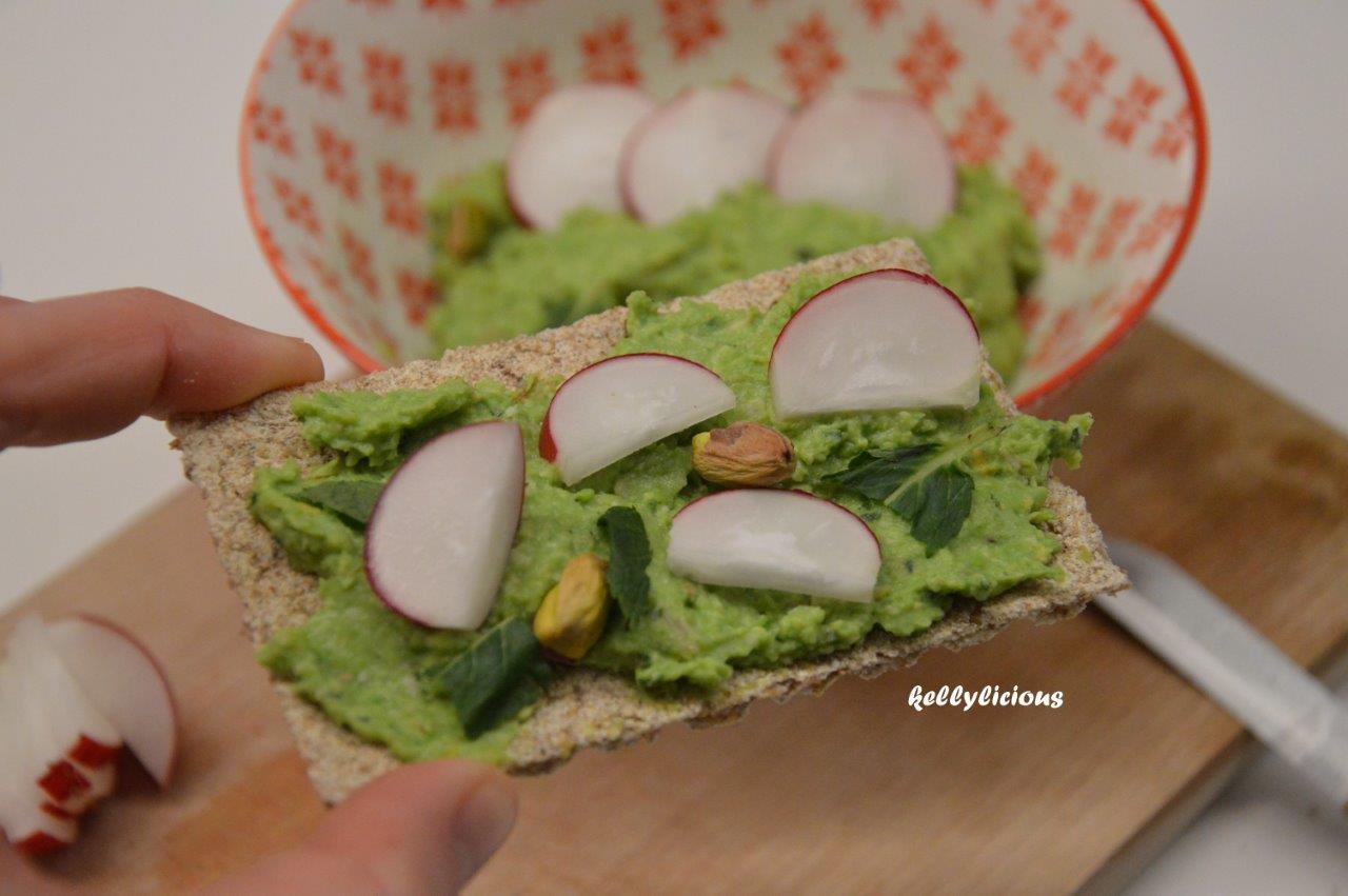 Photo of Crackers met erwtenbeleg