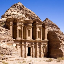 Klooster_in_oude_stad_Petra_Jordanie-h307b580x10y1152x22528y21492
