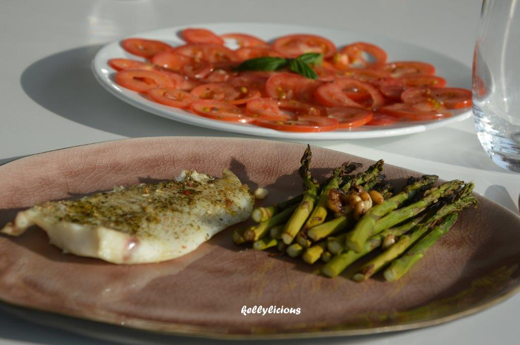 Photo of Grietfilet met asperges en carpaccio van tomaat