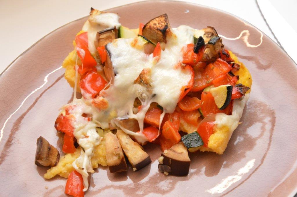 Photo of Zuiderse groenten op een bedje van polenta