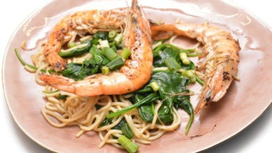 Aziatische noedels met scampi en spinazie